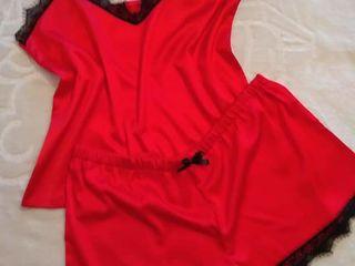 Pijamale (top-sorti), halatele, maiouri si rochite de noapte