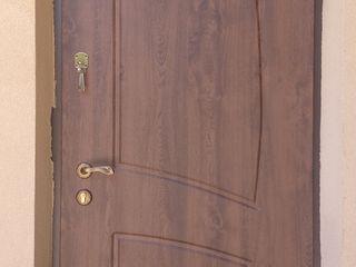 Confecționarea ușilor de metal îmbracate cu fanera finlandeză sau mdf..