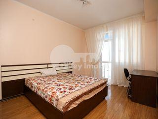 Chirie 2 camere + living, euroreparație, cu parcare subterană, Centru 350 €