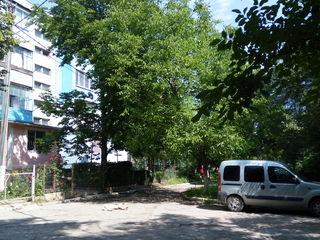 Apartament,Bubuieci.3 etaj,de mijloc,двухстороняя.Patial reparat (Dormitor,capital)).Nenegociabil