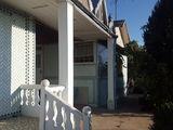 Se vinde casa cu gospodarie, frigider industrial si plantatie de struguri Moldova.