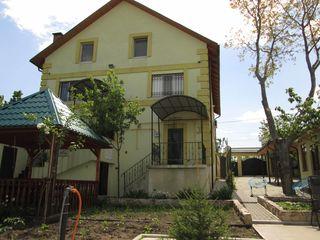 Casa la Tohatin 4km de Chisinau pentru una sau doua familii, vind sau schimb pe apartament 1-2 odai