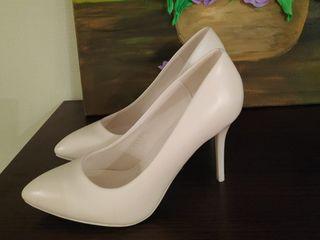 Продам белые туфли!