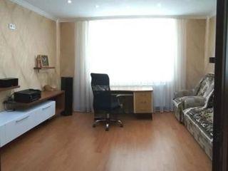 Продается  3 комнатная квартира  143 серии с евро ремонтом,мебелью и бытовой техникой