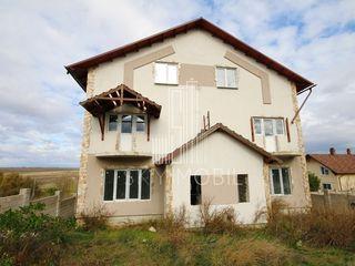 Casa cu 2 nivele + mansarda, 360 m2, teren 7 ari, Tohatin