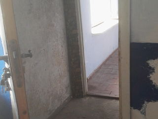 Se vinde urgent camera in camin(cu wc) la numai 3 800 euro pret negociabil