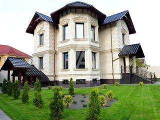 Casă în 2 nivele! 220 m2 + 7 ari! Saună, terasă, garaj, beci!