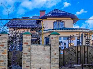 Casa + spatiu comercial in Balti