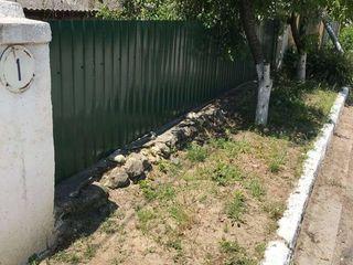 Se vinde casa batrineasca in orhei cu lot de pamint pentru constructii
