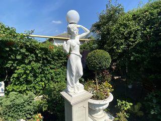 Скульптура, статуя
