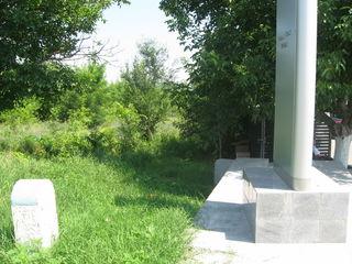 Внимание  с/хоз земля  5,5 га , возле  трассы , при  выезде  из Кишинева в  сторону  Ватры
