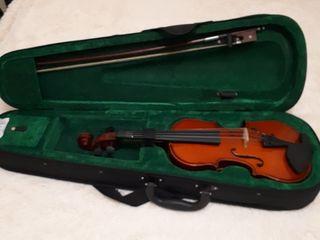 Vînd vioară în stare foarte buna