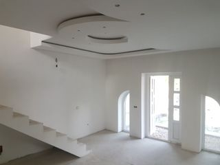 Sireti, casa noua cu 2 nivele. La doar 10 min. de Chisinau