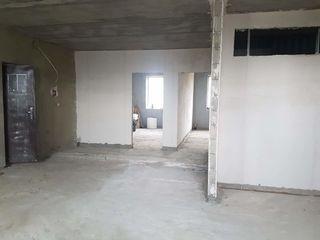Продается 3-х комнатная квартира+гараж в центре Комрата.