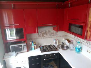 Apartament cu 3 odăi în centrul orașului Ungheni mobilat, tehnică, reparație, 200 euro lunar.