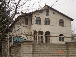 Продам большой дом 372 м2, 3-х этажный в новых вадулуй водах+7 сот.земли = 25000 euro