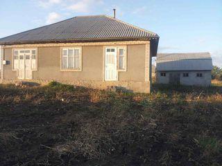 Casa în satul Isacova, plus anexa (sarari), terenurI pt construsctie alături  și terenuri agricole