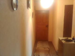 Apartament 3 camere Cornesti Ungheni schimb pe unul mai mic s-au vinzare.