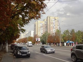 Apartament cu trei odai la bd. Moscovei.