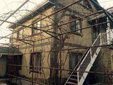 Продаю дом 2 этажа+мансарда.Сот Рассвет  центральная  улица дом 6