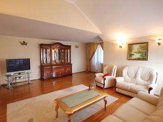 Apartament cu 4 odai, Penthouse, 157 mp, Centru,  157000 €