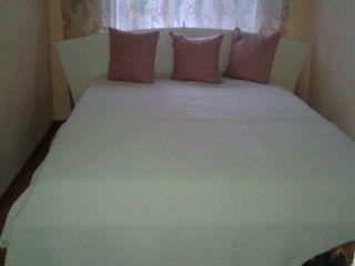 2 pleduri albe  pentru paturi de o persoană  100 % bumbac