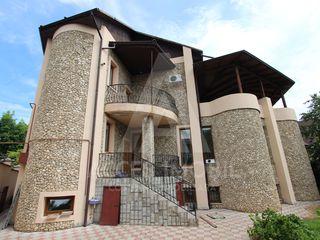 Chirie! Casa,Buiucani, str. Ștefan Neagă, casă în doua nivele + 6 ari, 5 camere, 500 m2!