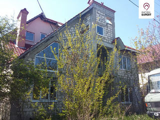 Casa cu 4 nivele, teren - 6 ari, com. Budesti