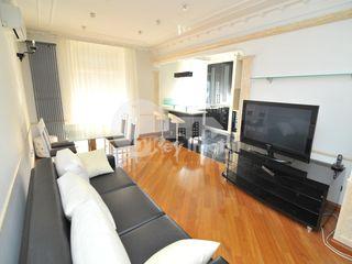 Apartament cu 3 camere, euroreparație, Centru, 550 € !