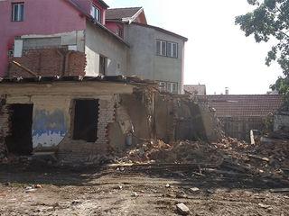 Demolăm Case Vechi