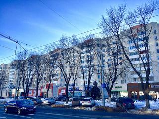 Apartament cu 4 odai, et. 3 din 9, cu reparatie, dotat cu mobila si tehnica,in sec. centru