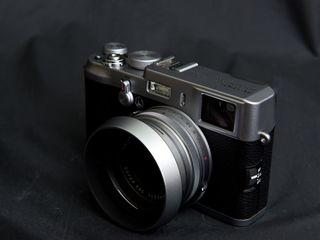Fujifilm X100 (original) în stare excelentă