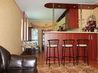 Vind casa cu mobila sau schimb pe apartament sau casa in Chisinau