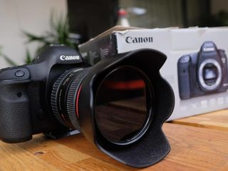 Canon EOS 5D Mark III (body) & Obiectiv Canon EF 24-105mm