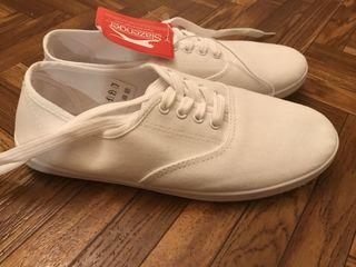 Продам новые оригинальные кроссовки, балеты . Спортивные женские кроссовки. Original.