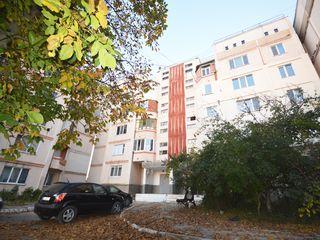 Vulcănești, centru, Vând, apartament cu  3 camere, et. 2 din 5, seria 143, garaj, cazan apă caldă
