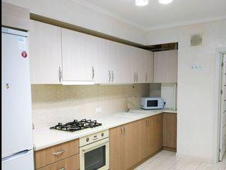 Vînd apartament cu două camere şi living