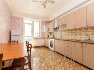 Vânzare apartament cu 3 odăi, str. Testemiţeanu 56900 €