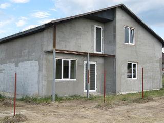 Продаем одну часть или весь 1.5 эт.новый дом,160 м2 на 4 сотках земли,сел.Чореску