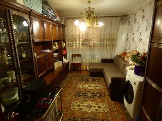 Apartament cu 3 odăi în centrul or.Florești !