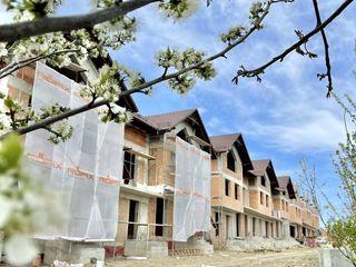 Complex cu 15 case unice de tip Townhouse ,,Durlestii Noi,,!