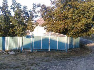 Se vinde o casă în s.Peresecina , raionul Orhei. 15 000 euro - negociabil.
