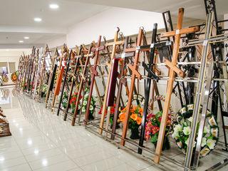 Cruci funerare de lemn, cruci din metal, cruci fier forjat, 100+ modele în stoc, magazin 1500 mp