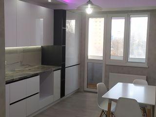 Vind apartament  in sectorul centru etajul 3 situat de mijloc