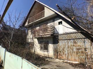 Тогатин возле Hanul lui Vasile . 2-х этажный Котельцовый дом 80м2,гараж 26500евро