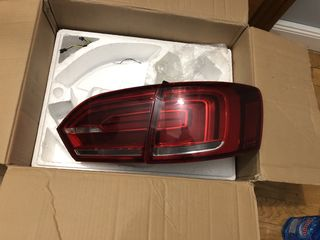 VW Jetta mk6 11/14 faruri spate, задниий фонарь