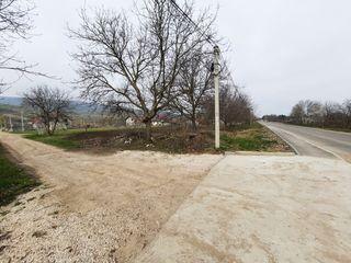 Vînzare teren pentru construcții, 11 ari, amplasat la drumul central, lîngă lac.