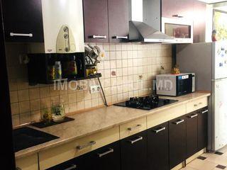 Продается- 15 микрорайон  дом, 4 комн., евроремонт