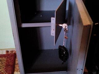 Офисный сейф ,с двумя секциями