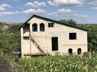 2 эт.незавершённый котельцовый дом,200м2,17 соткок,сел.Каменчя ,10км.от Пересечины,35км. от Кишинева